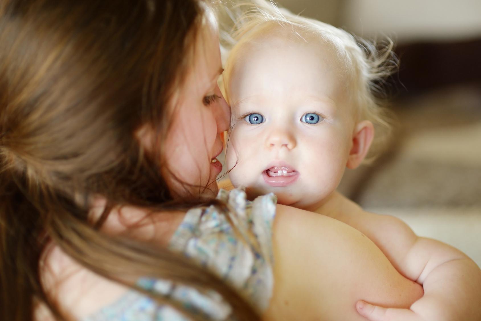 Mutter mit glücklichem Kind